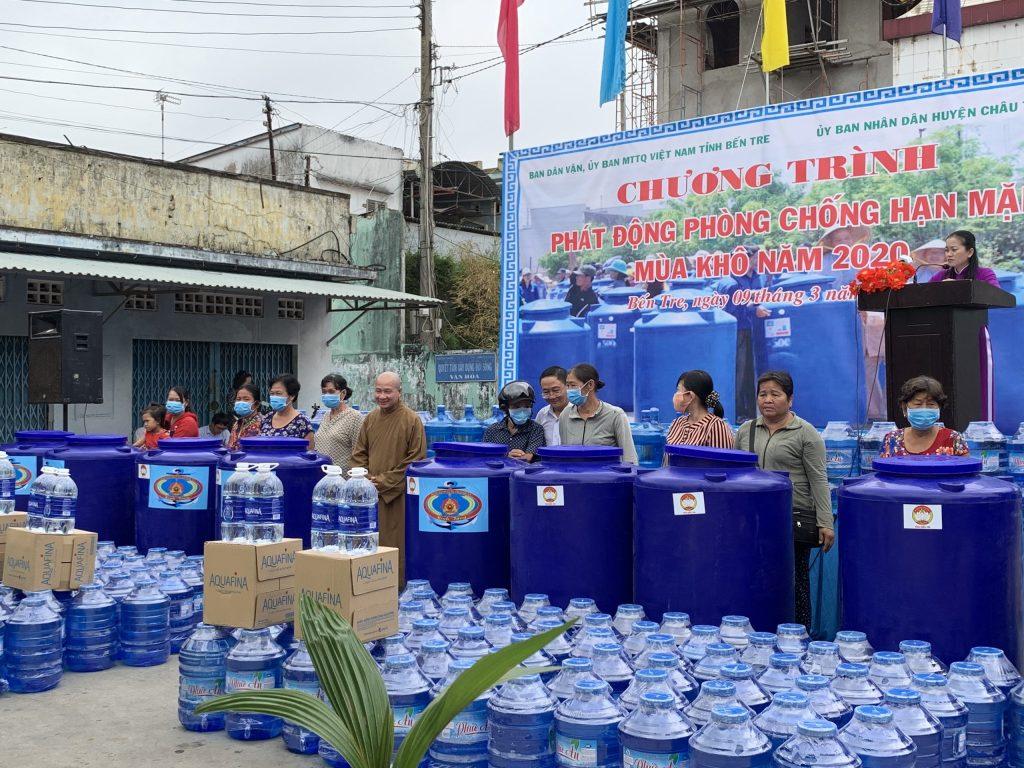Bến Tre: Hỗ trợ nước ngọt và dụng cụ chứa nước giúp nhân dân chủ động phòng chống hạn hán và xâm nhập mặn