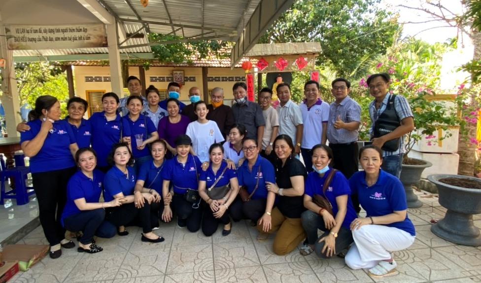 Bến Tre: Chùa Linh Phước tặng 110 phần quà bà con nghèo tại địa phương