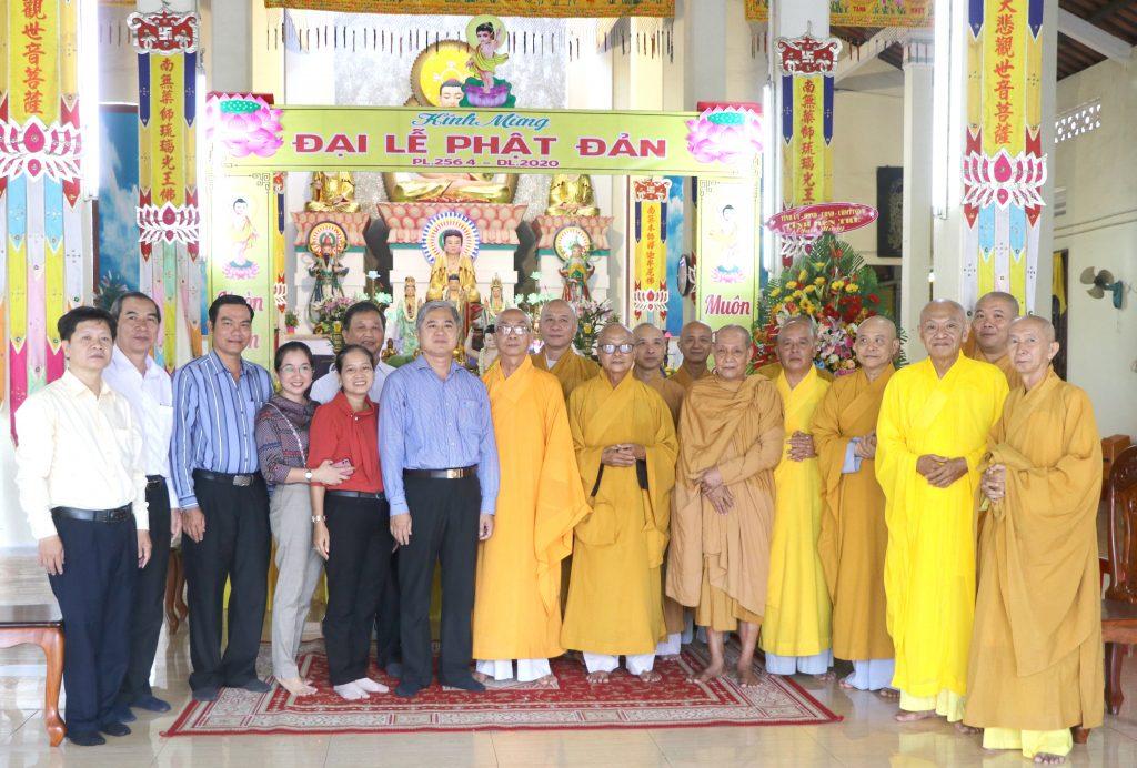 Bến Tre: Lãnh đạo các ban ngành Chính quyền tỉnh chúc mừng Đại lễ Phật Đản PL. 2564 -DL.2020