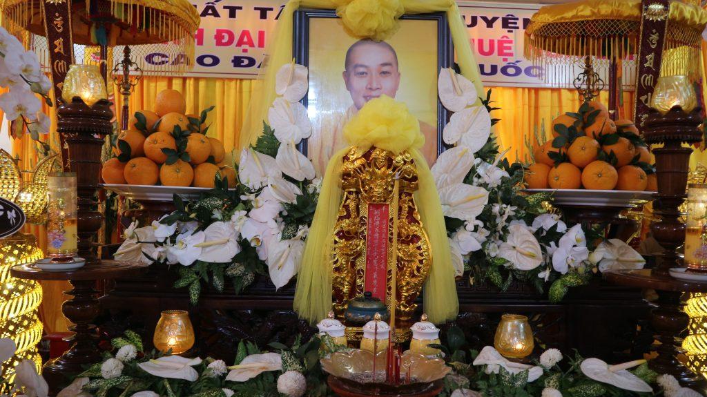 Bến Tre: Ban Hướng dẫn Phật tử, Ban Thông tin Truyền thông GHPGVN tỉnh viếng tang lễ Cố Đại đức Thích Huệ Nghiêm – Chùa Long Phước, huyện Ba Tri