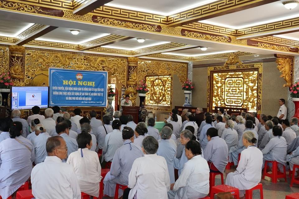 Bến Tre: Hội nghị tuyên truyền, vận động nhân dân và đồng bào có đạo tích cực hưởng ứng thực hiện xây dựng ấp an toàn về an ninh trật tự và ứng phó với biến đổi khí hậu tại chùa Vĩnh An