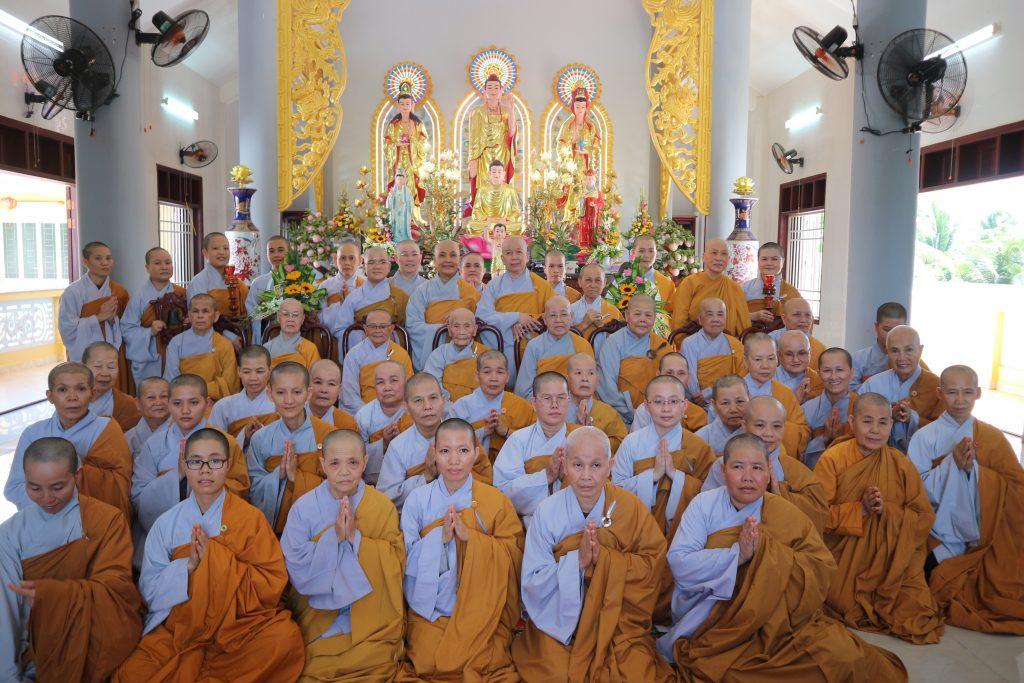 Bến Tre: Phái đoàn Phân Ban Ni Giới Trung ương viếng thăm Trường hạ Ni chùa Bạch Vân