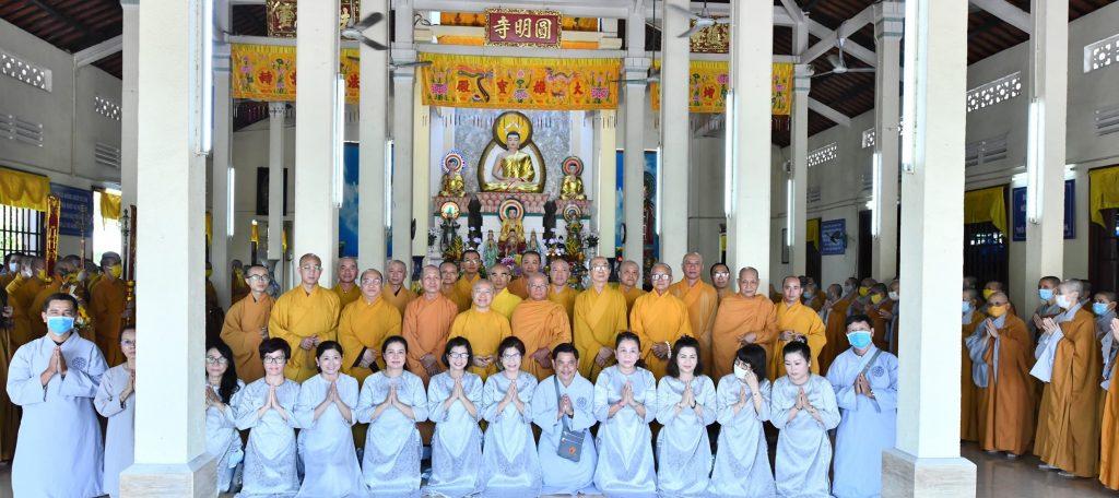 Bến Tre: Phái đoàn Ban Hoằng pháp, Ban Kinh tế tài chính trung ương GHPGVN cúng dường 02 trường hạ chùa Viên Minh và Chùa Bạch Vân