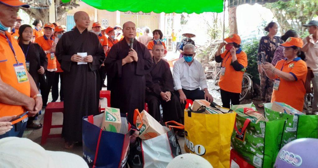 Bến Tre: Chùa Long Khánh trao tặng quà cho hội người khiếm thị huyện Ba Tri