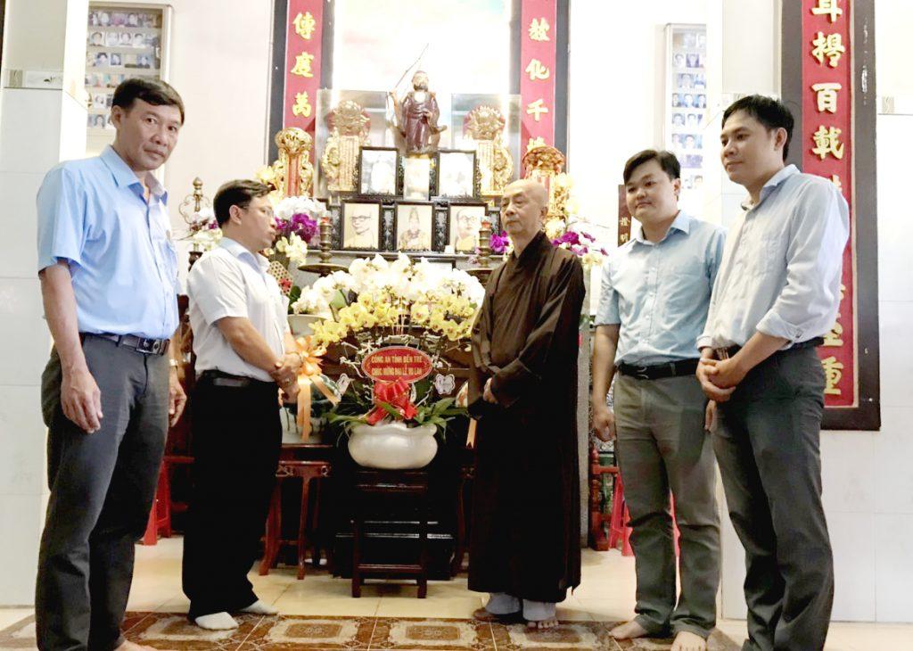Bến Tre: Lãnh đạo UBMTTQVN, Ban Công An, Ban Tôn Giáo tỉnh – chúc mừng chùa Tiên Đài nhân dịp Đại lễ Vu Lan PL.2564