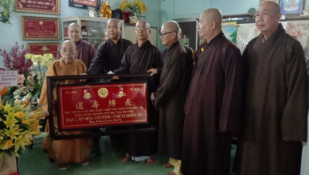 Bến Tre: Ban Trị sự GHPGVN tỉnh kính mừng khánh tuế đức Trưởng lão Hòa thượng Thích Hiển Tu