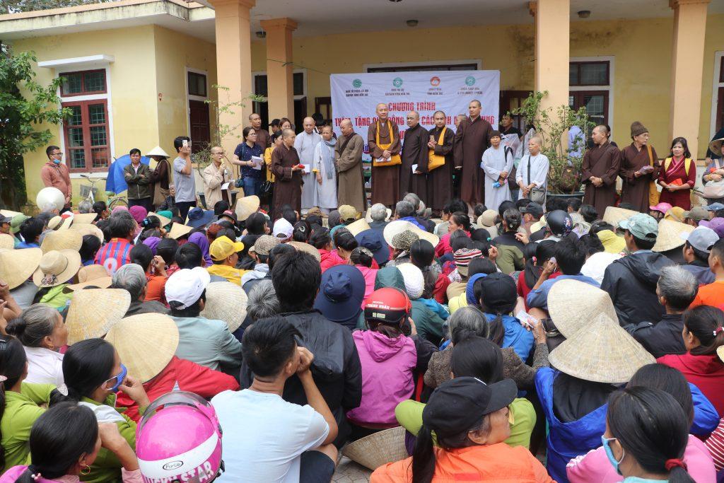 Bến Tre: Ban TTXH GHPGVN tỉnh phối hợp UBMTTQVN tỉnh đi cứu trợ  đồng bào bị lũ lụt các tỉnh miền Trung