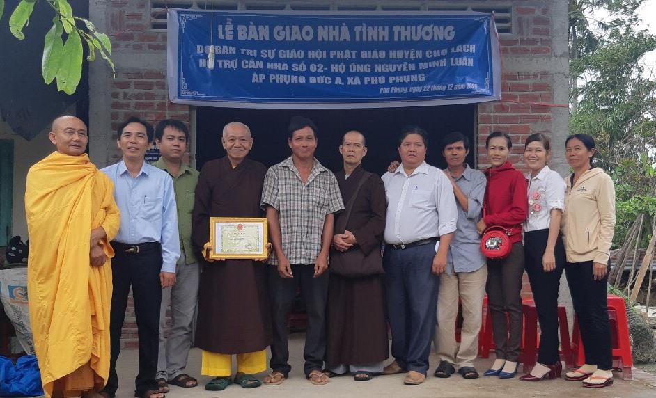 Bến Tre: Ban Trị sự GHPGVN huyện Chợ Lách trao tặng nhà tình thương cho hộ nghèo