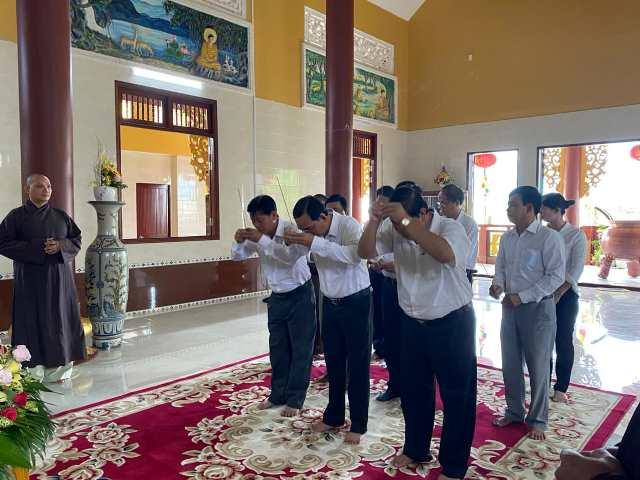 Bến Tre: Các cấp Chính quyền huyện Ba Tri chúc mừng Đại lễ Phật Đản PL.2565