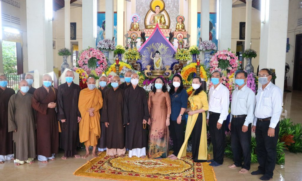 Bến Tre: Lãnh đạo Chính quyền tỉnh chúc mừng Đại lễ Phật Đản PL. 2565