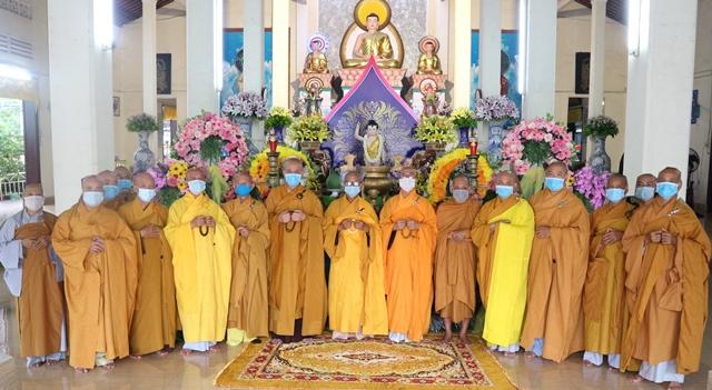 Bến Tre: Ban Thường trực BTS GHPGVN tỉnh kính Mừng Đại lễ Phật Đản PL.2565