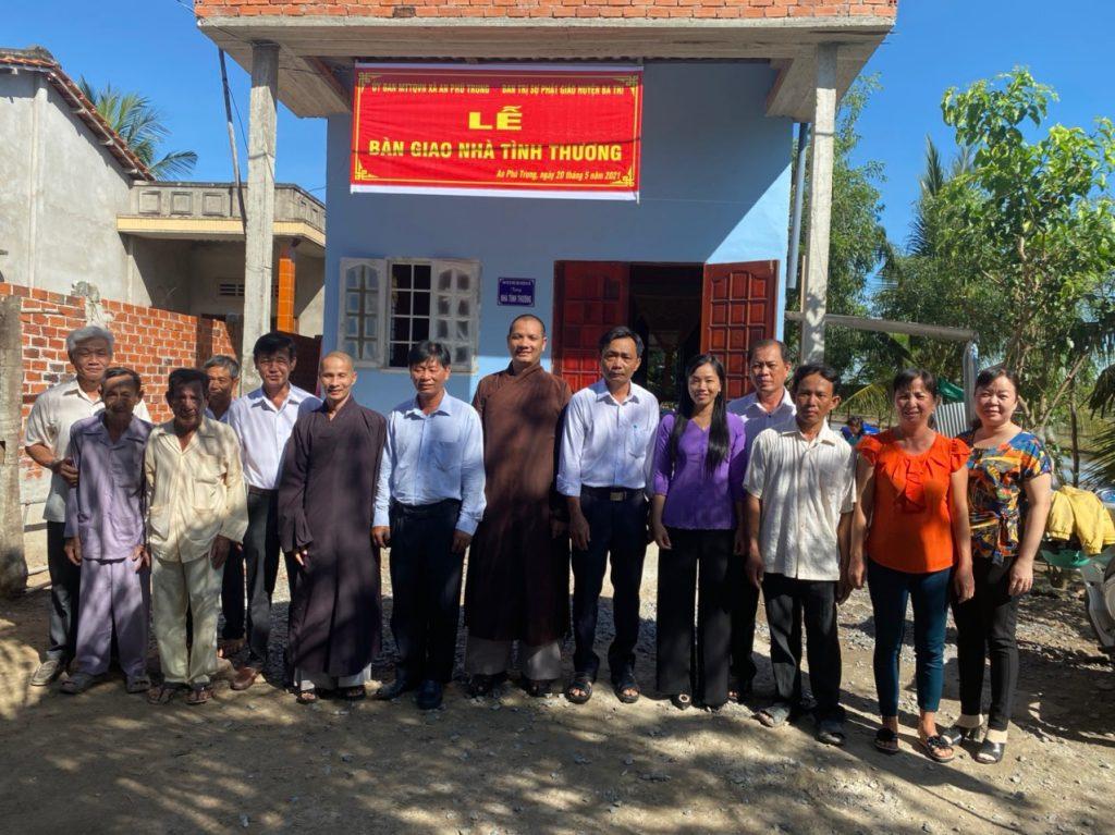 Bến Tre: Ban Trị Sự GHPGVN huyện Ba Tri trao tặng nhà tình thương