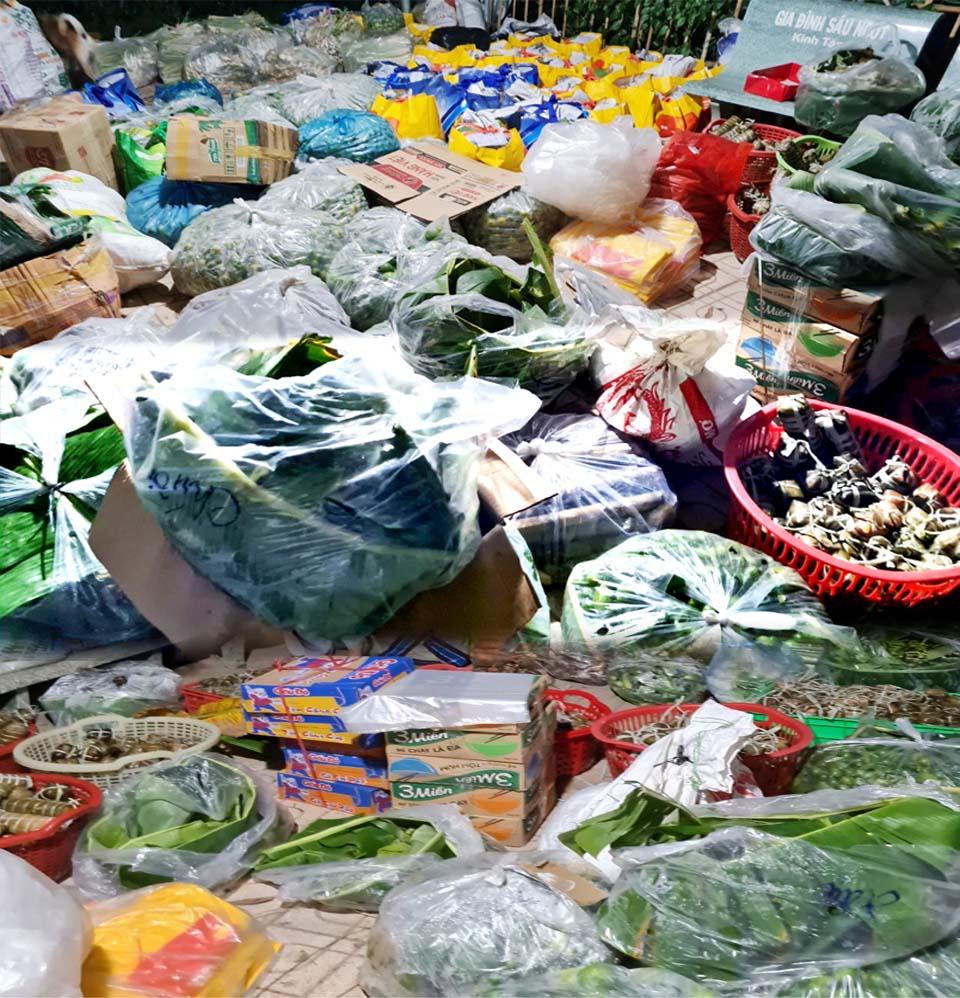 Bến Tre: Phân Ban Ni giới tỉnh – Chùa Phúc An gửi hàng tấn thực phẩm đến người dân TP.HCM