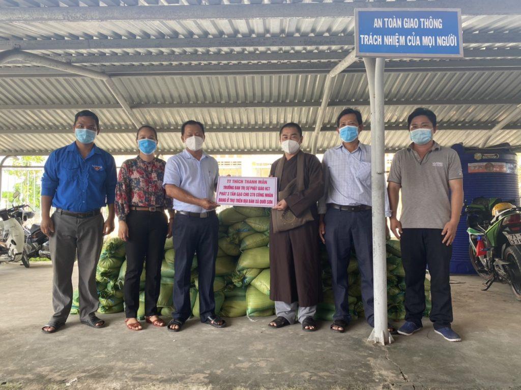 Bến Tre: Chùa Linh Phước hỗ trợ 378 suất gạo cho công nhân lao động khó khăn, ảnh hưởng Covid-19