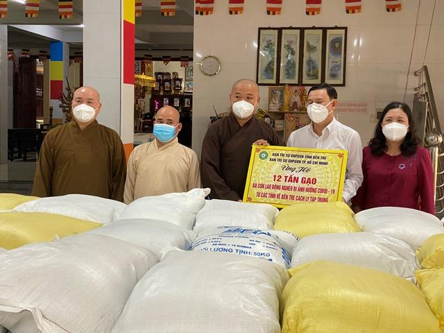 Bến Tre: BTS GHPGVN tỉnh tặng 12 tấn gạo hỗ trợ bà con khu vực phong tỏa, cách ly
